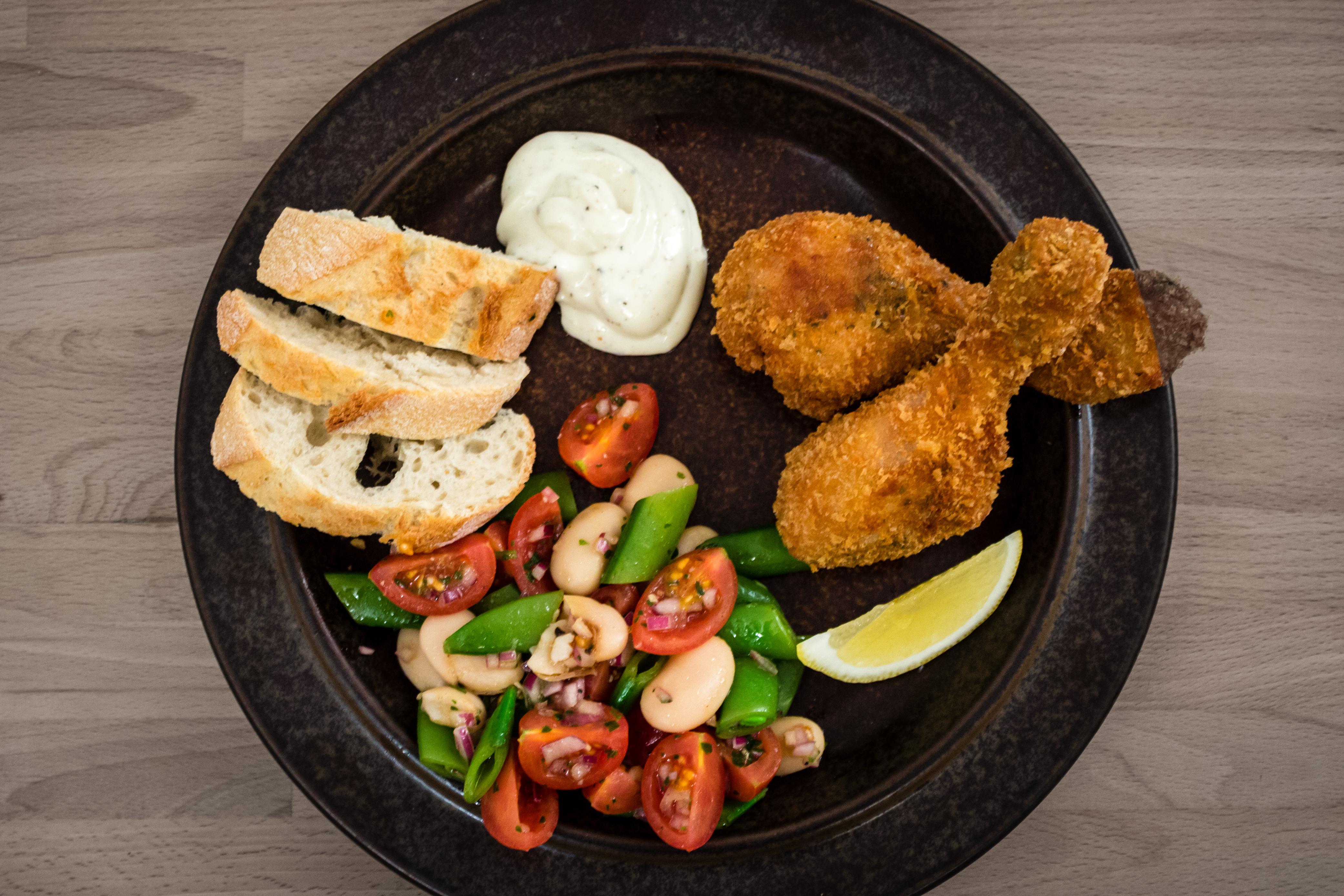 Friterad kyckling med bönsallad och aioli