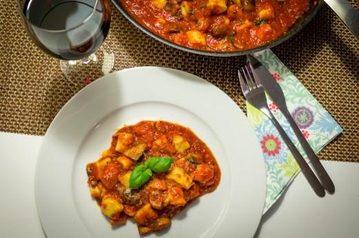 Ricottagnocchi med champinjoner och tomatsås
