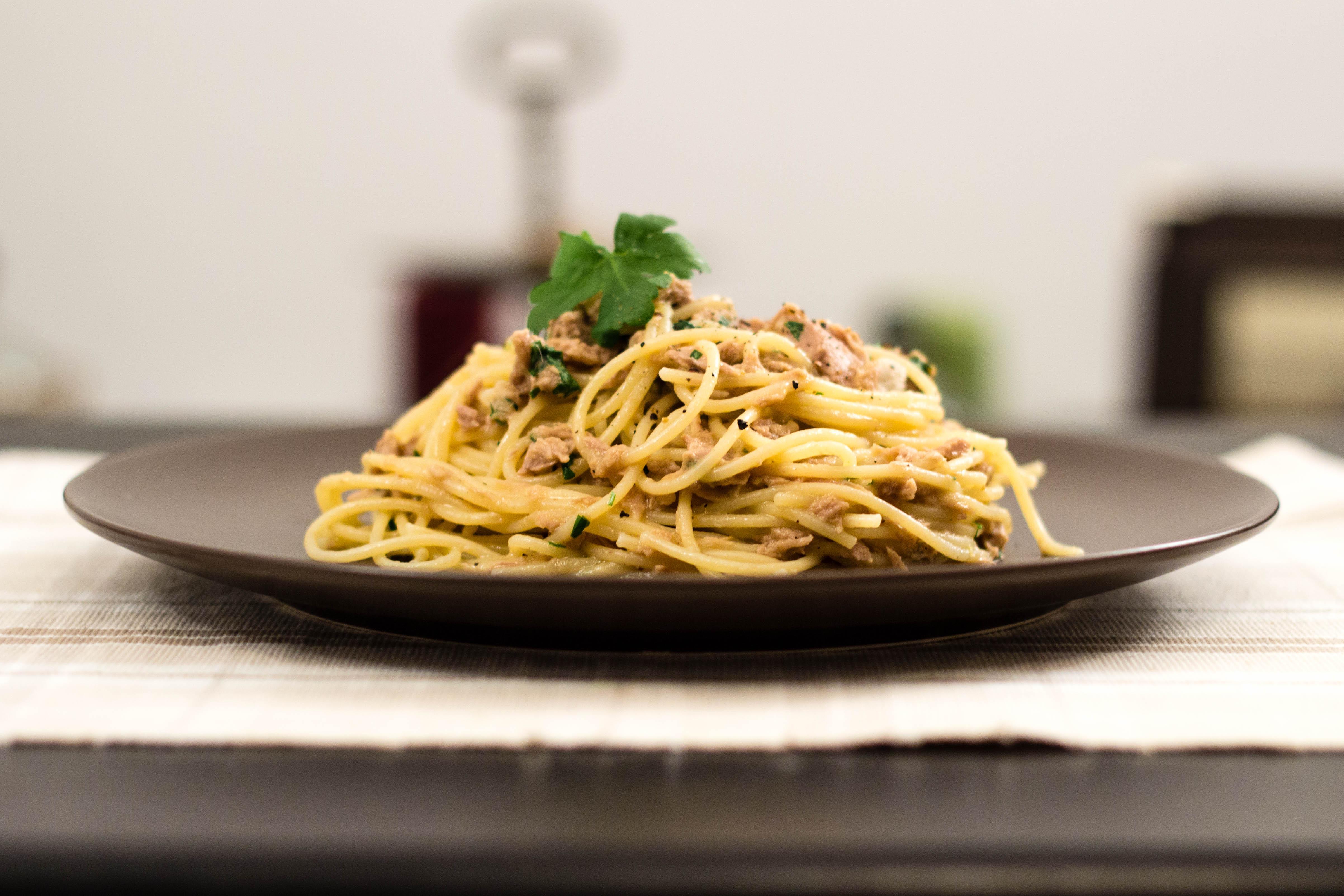 Spaghetti med citron och tonfisk
