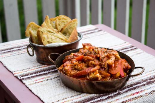 Räkor i tomat- och paprikaröra
