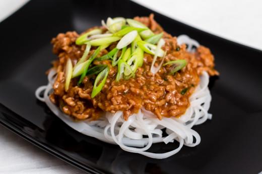 Thai-bolognese med risnudlar