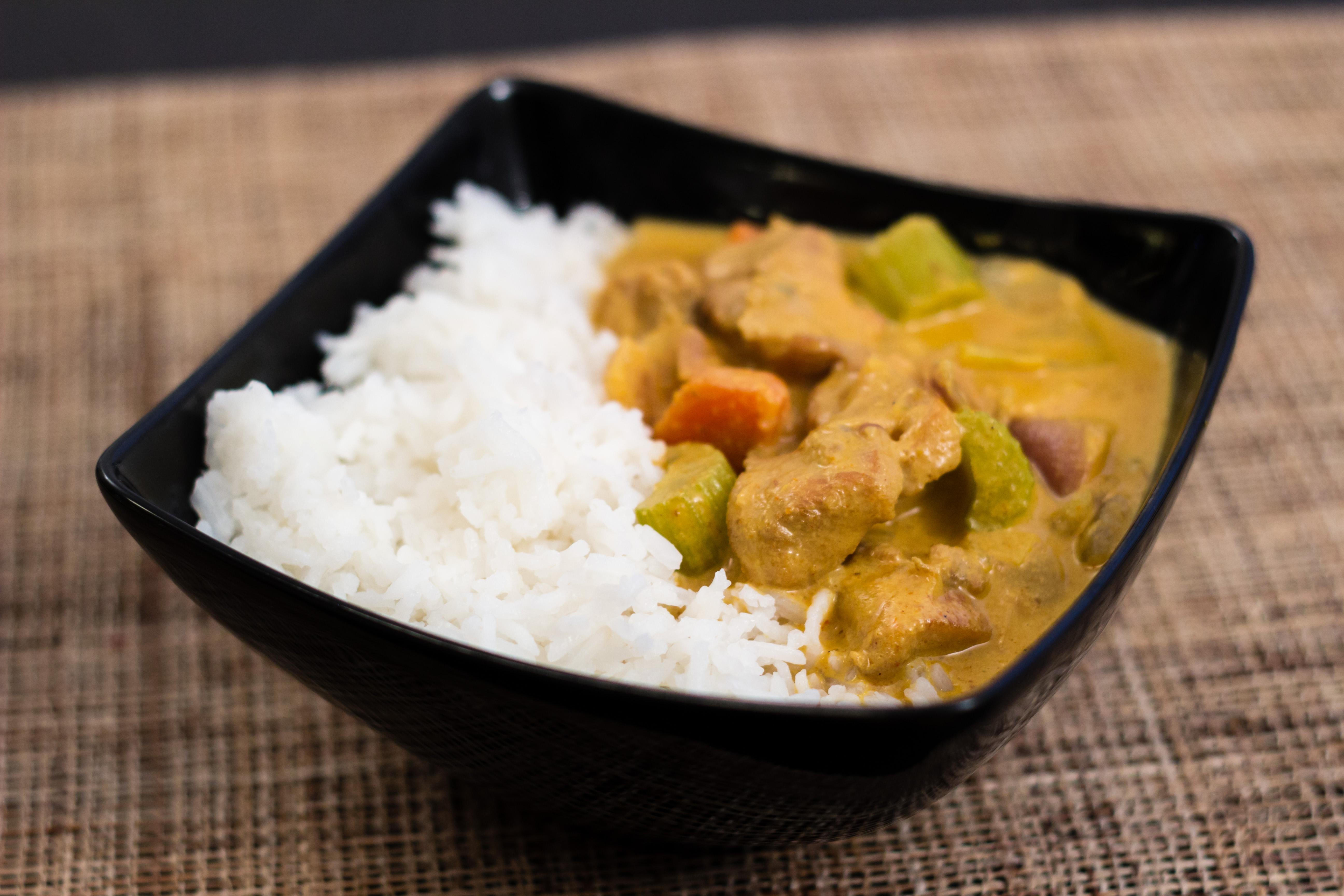 Kyckling i gräddig curry