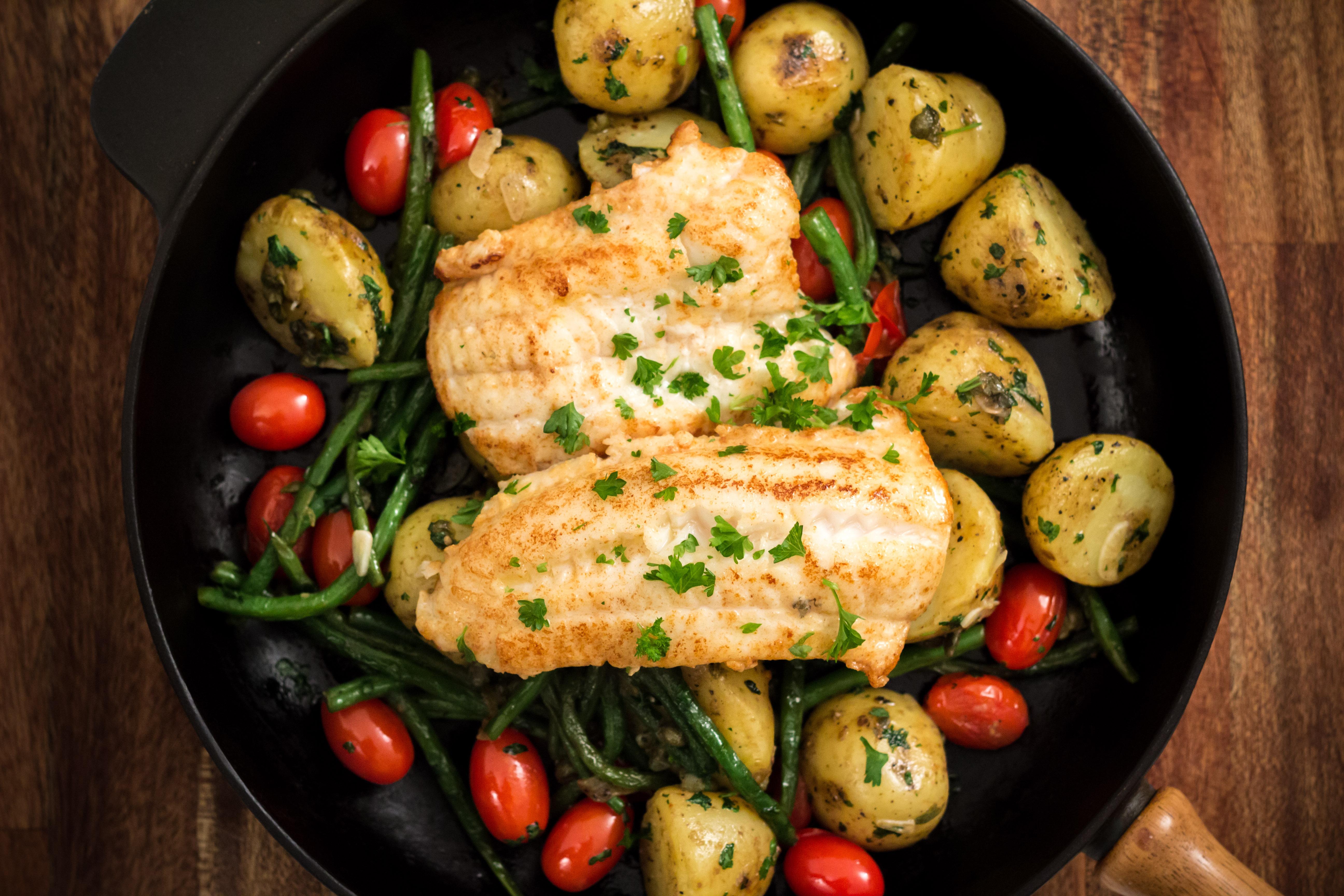 Smörstekt fisk med pikanta grönsaker