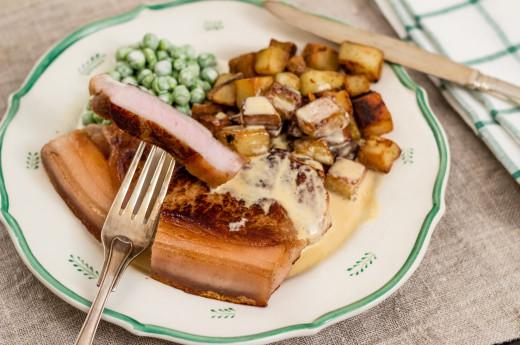 Fläskkotletter med råstekt potatis och ärtmajonnäs