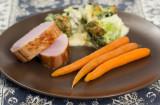 Fläskytterfilé med broccoligratäng, morötter och vitlökssmör
