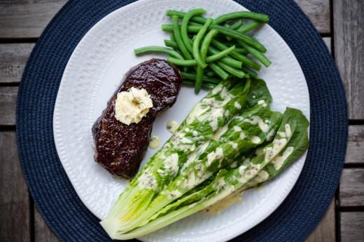 Biff med gröna bönor och klyftsallad med bea-dressing