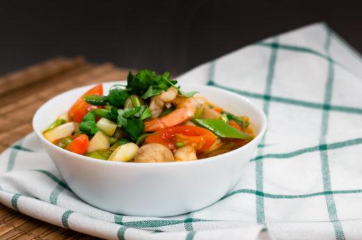 Syrlig thaisoppa