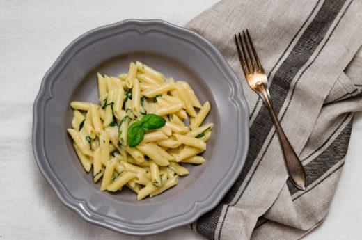 Lättlagat: Pasta med vitlök och basilika