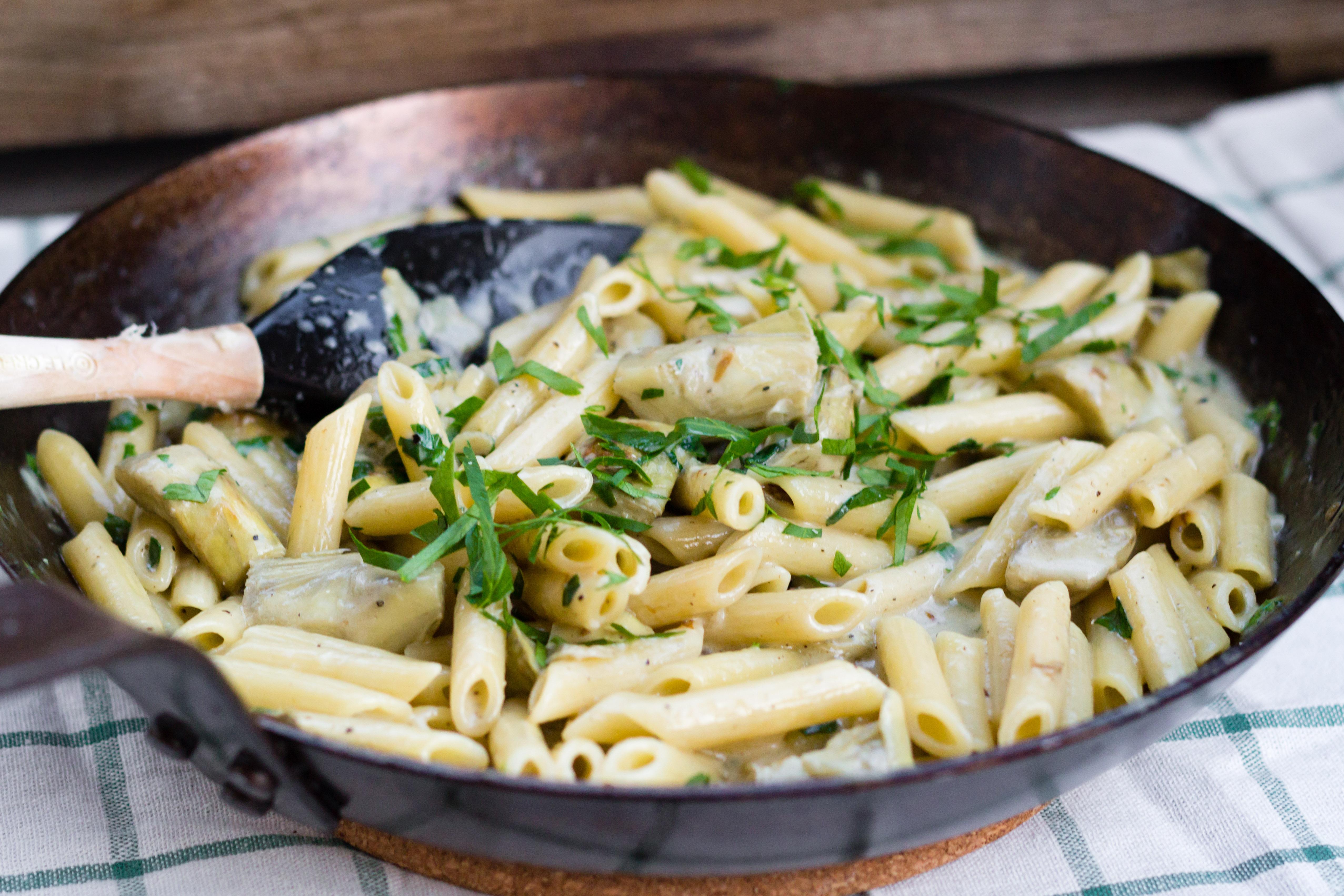 Snabb krämig pasta med kronärtskockor